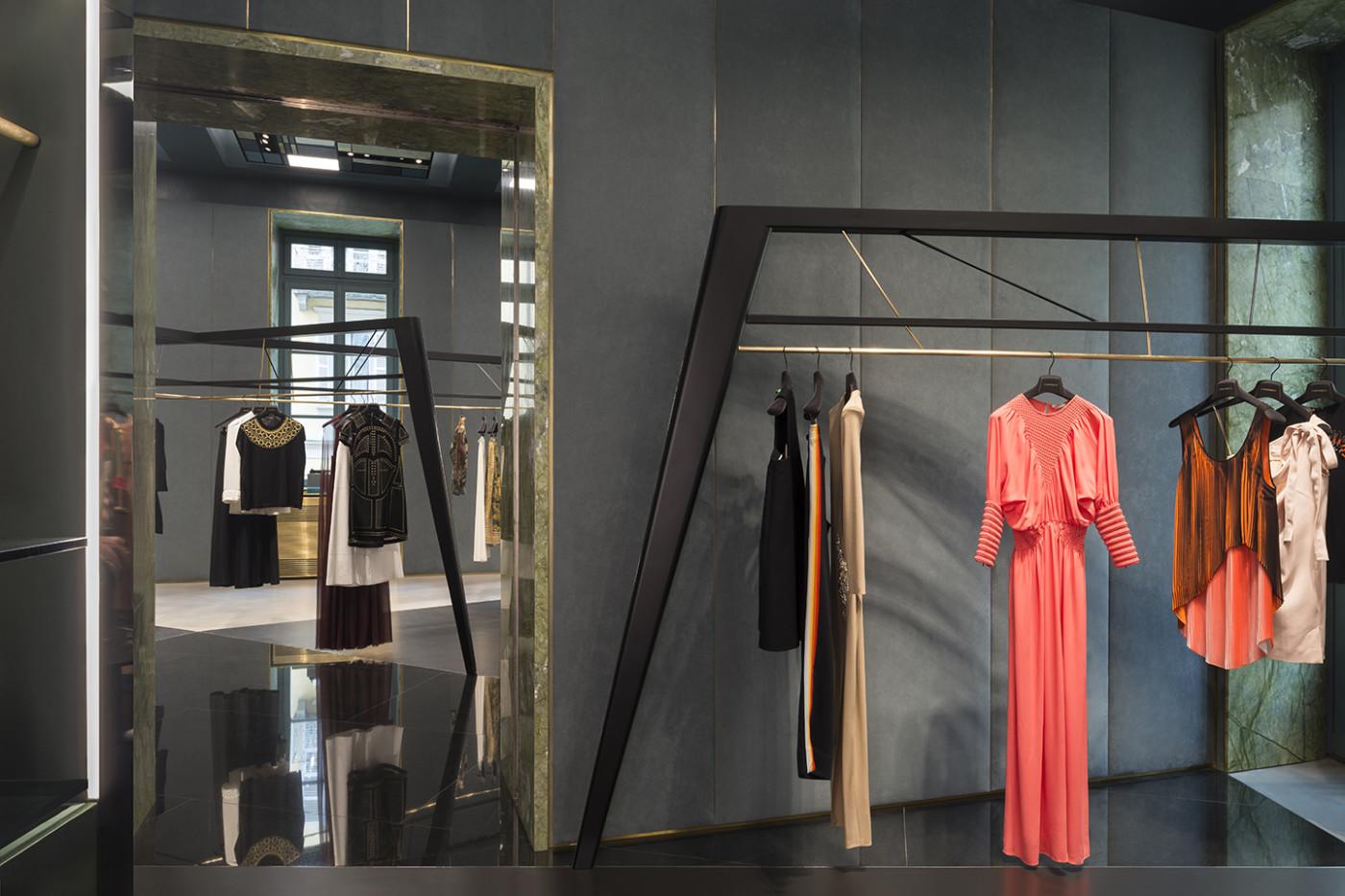 Studio s fashion house 83